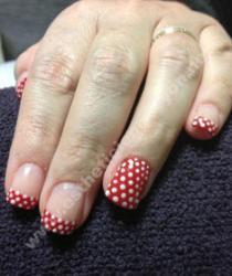 ongle gel sur ongle naturel décoration rouge petit pois