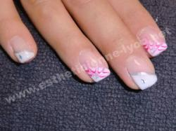 ongles en gel decoration french en biais et eclate rose