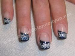 ongle en gel nails art griff d or bleu marine et vague
