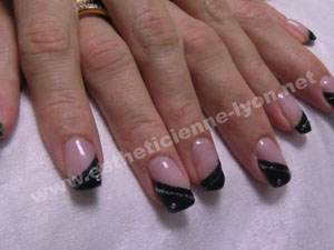 Ongle en gel french strass - Modele french manucure fantaisie ...