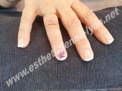 gainage gel sur ongle naturels et déco au pinceau