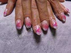 ongle en gel forme amance et nails art au pinceau
