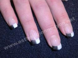 ongles en gel nails art damier noir et blanc