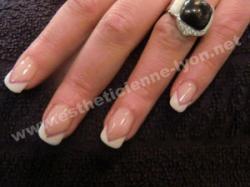 ongles gel french permanente en V et liseret couleur