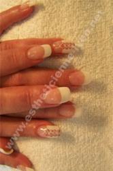 ongle gel extention chablon french souriante et nails art corset fait main