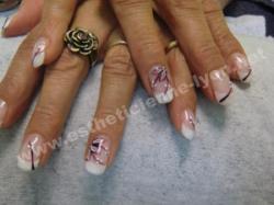 ongles en gel sur forme amande nails art fleur fait main