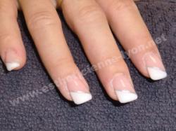 ongles en gel french en biais sur ongles carrés arrondis