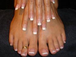 mains et pieds en gel french permanente